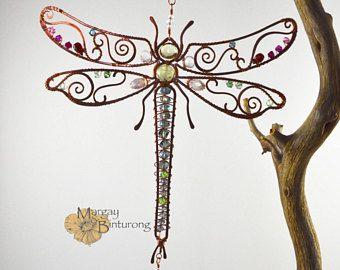 Super brillante libélula Suncatcher de piedras preciosas, ventana de Swarovski Crystal colgantes alambre arte, decoración patio, decoración del jardín casa pared
