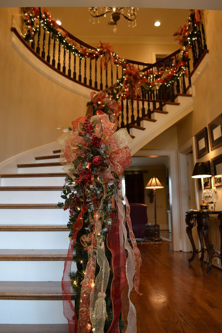 Best 25 Stair Decor Ideas On Pinterest: 39 Best Stair Christmas Garland Images On Pinterest