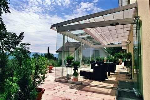 Veranda, met glazen vouwwand. www.denkit.nl dealer van Solarlux