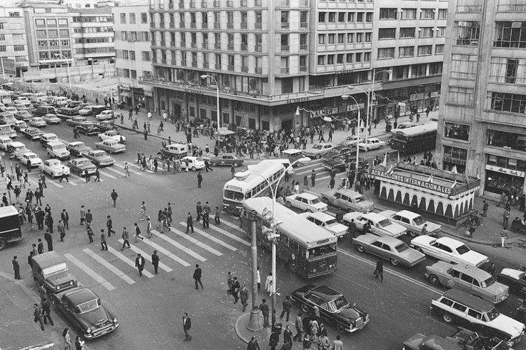Santafé de Bogotá - Av Jimenez con Carrera 7ª en los años 60. Foto compartida por Andrés Navarrete.