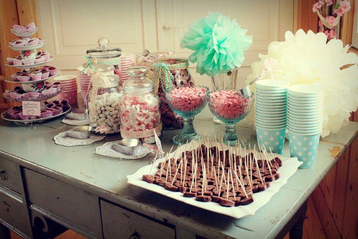 Karkkibuffet, pompom, häät, wedding, candybuffé, candy, pompoms, rustic, romantic, country wedding, mint wedding, pink wedding, 2015, spring wedding, treats, buffet