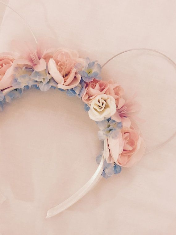 Make it Blue - Make it Pink! Inspired by Sleeping Beauty, a set of Minnie ears perfect for your next trip to Disney! The flowers pictures are soft variations of blue, white and pink. These ears are made to order and can be customized. Variations in theme/flowers are subject to availability and may include an increase in price. We are open to all kinds of character themes and original ideas. Message us for more details.