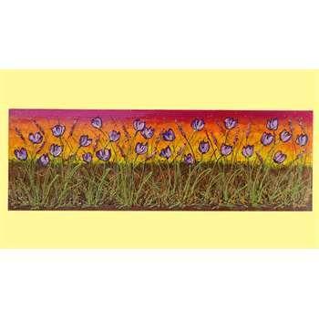 """Quadri Paesaggi Floreali. """"Distesa di tulipani viola""""Acrilico spatolato in rilievo su tela. Il quadro rappresenta una distesa di tulipani su uno sfondo paesaggistico dai colori caldi. Pietre decorative, graniglie e perline ne ravvivano il contenuto e accentuano la luminosità."""