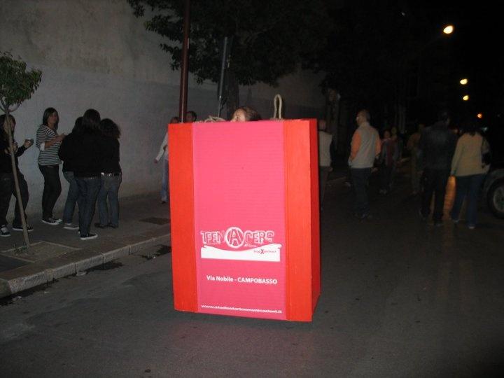 Busta rossa $400  Oggetti/Installazioni con deposito a Tutela insieme ad altri 100 oggetti/instalazizoni di altre tipologie merceologiche e di servizi.   Pertanto ne è vietata la riproduzione totale e/o parziale
