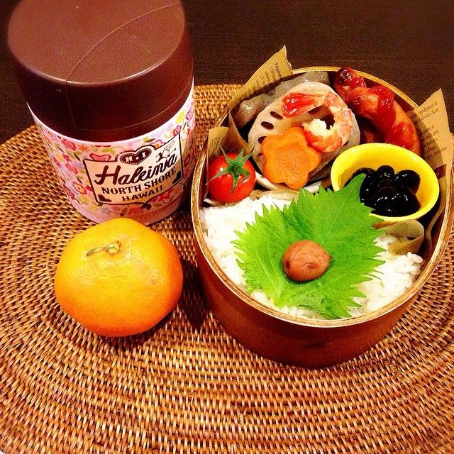和風弁当完成です! おはようございます。 今日からまた一週間頑張ってまいりましょう! #煮しめ #シャウエッセン #黒豆 #プチトマト #梅紫蘇ごはん #味噌汁 #みかん #曲げわっぱドカ弁 #曲げわっぱ組 #曲げわっぱ#お弁当#bento #bentobox #lunchbox #lunch#japan #japanesefood