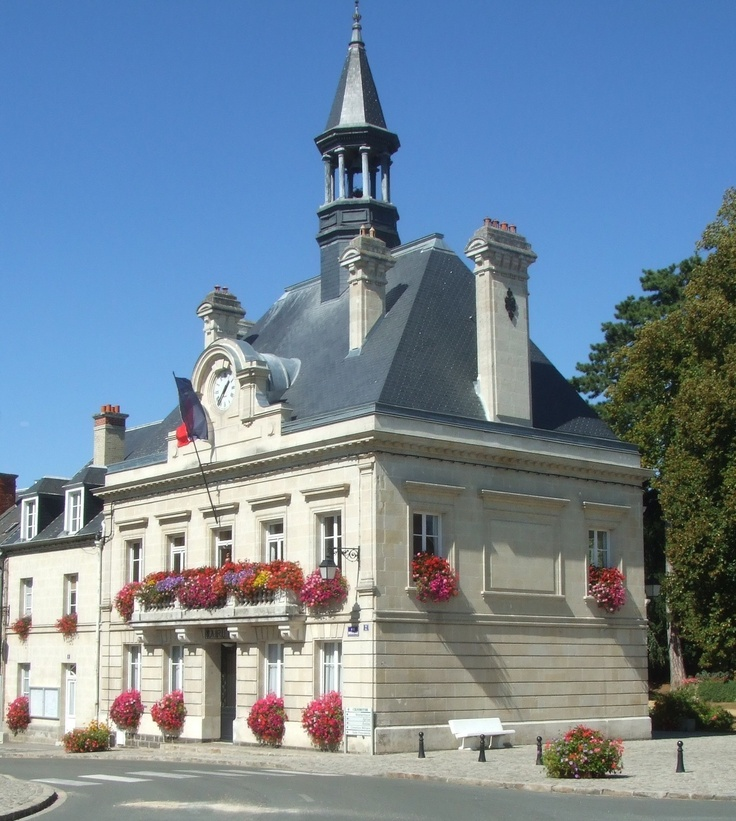 Official website of the municipality of Vic sur Aisne. This is the village that Cassie lives in.