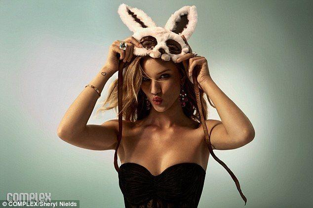 Bilderesultat for bunny girl pics