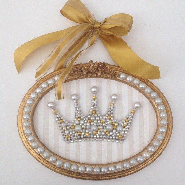 Instagram media babydeluxeenxovais - Para decorar com charme o quarto da sua Princesa... Quadro Coroa com pérolas! #babydeluxe#mãedemenina#quartoinfantil#quartodemenina#decor#coroa#princesa