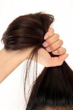 La caída prematura o patológica del cabello, en una o varias partes del cuerpo, es un mal que puede afectar tanto ahombrescomo a mujeres, y esto se debe