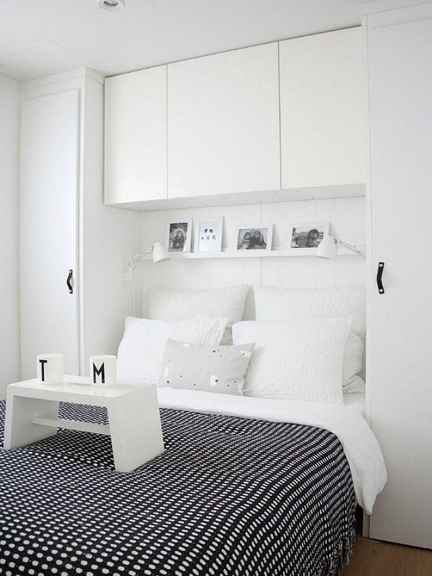 Klein behuisd: Tips om een kleine slaapkamer in te richten, van krap naar knus! Voorbeelden van kleine slaapkamers, zonder ruimte naast het bed.