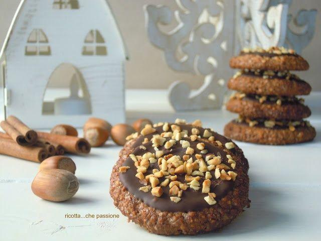 ricotta...che passione: Biscotti alla cannella ricoperti di cioccolato e nocciole
