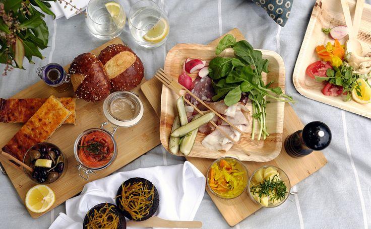 Shop readymade picnics