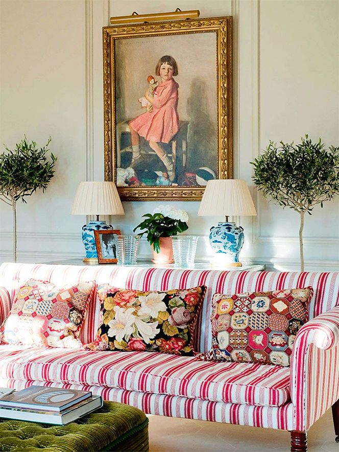 Reminds me of the drawing room in that scene from Pride and Prejudice. I would love to have a family room like this