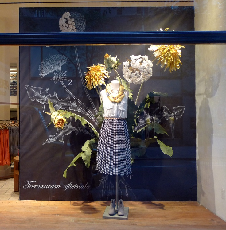 #RockefellerCenterNewYork #Anthropologie officially in love dandelion weeds look so amazing... Huge scaled flower window display