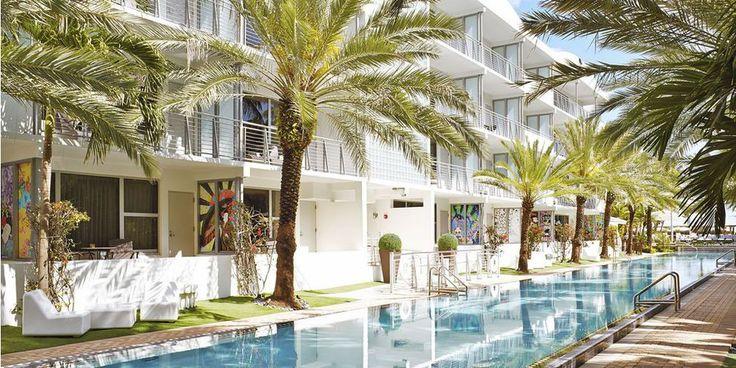 Le National Hotel n'a pas d'égal à South Beach. Entièrement restauré en 2014, l'établissement attire les voyageurs en quête de détails sophistiqués, comme le piano-bar qui aurait séduit Ernest Hemingway. Sa situation face à l'océan et ses 36 cabanons sous les palmiers incarnent Miami Beach plus que tout autre. Sans compter qu'il déploie la plus longue piscine de la ville et, parait-il, des Etats-Unis !