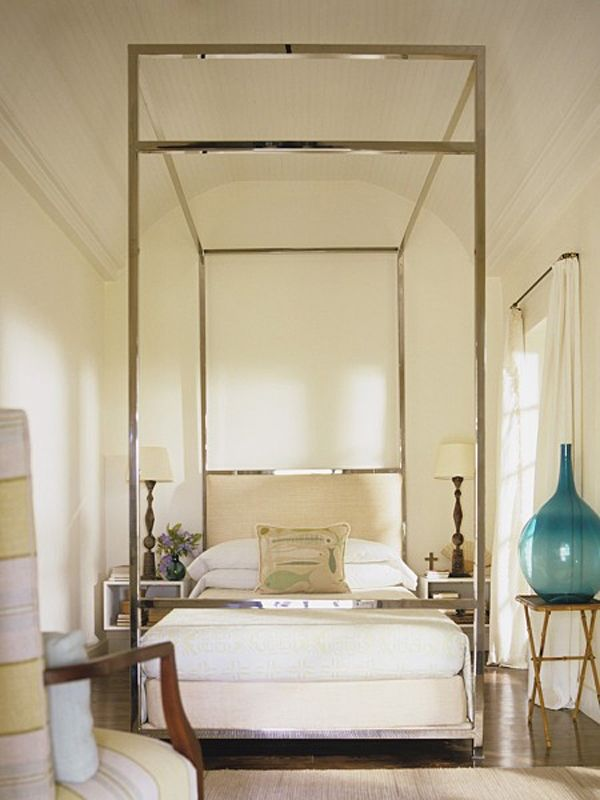Dramatic stainless steel bed in a bahamas veranda house for Dramatic beds