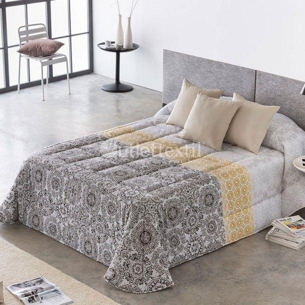 Edredón Conforter MILES de la firma Barbadella Home. Este nuevo diseño presenta tres estampados es uno, en el que destaca una cenefa central en tonos amarillos o azules.