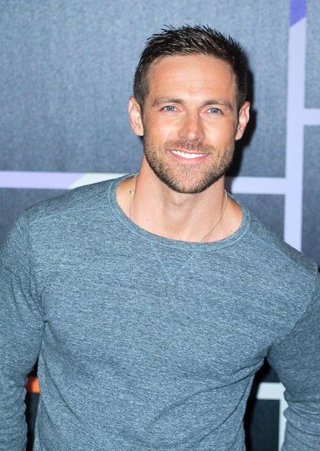 Pictures & Photos of Dylan Bruce - IMDb