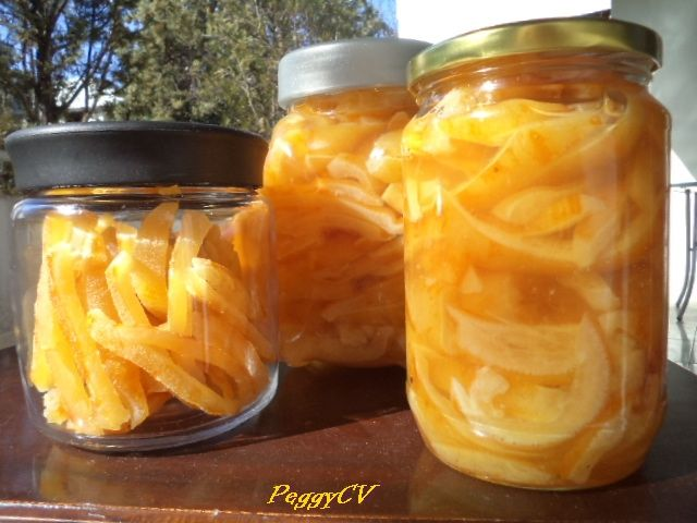 Another version of the bergamonto in syrup, as well as a jar with dried bergamonto.