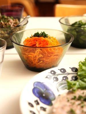 「にんじんのサラダ(キャロットラぺ)」フランスのお惣菜の定番、キャロットラぺ。レモンとオリーブオイルでビタミンの吸収率アップ&沢山食べられていいこと尽くし♪【楽天レシピ】
