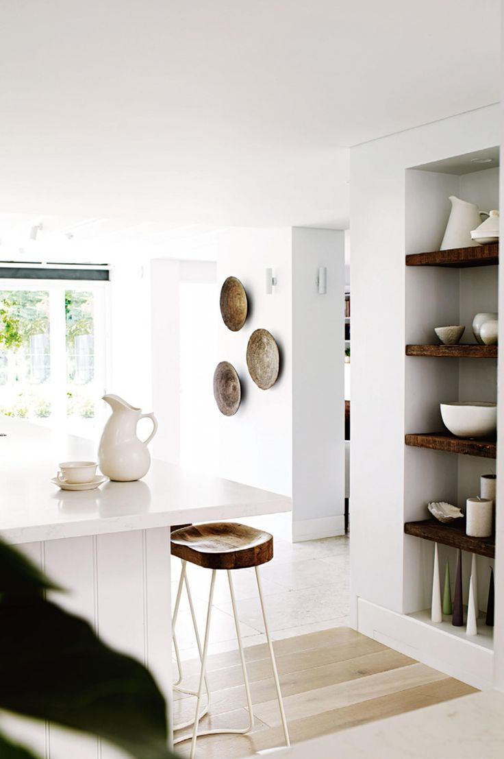 How to add texture to a white interior. Photography by Prue Ruscoe. Styling by Claire Delmar. From the August issue of Inside Out magazine. Available from newsagents, Zinio, https://au.zinio.com/magazine/Inside-Out-/pr-500646627/cat-cat1680012#/ Google Play, https://play.google.com/store/newsstand/details/Inside_Out?id=CAowu8qZAQ, Apple's Newsstand, https://itunes.apple.com/au/app/inside-out/id604734331?mt=8&ign-mpt=uo%3D4, and Nook.