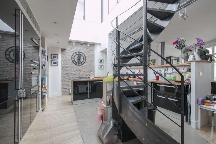 Espaces atypiques paris dernier tage avec toit terrasse for Espace atypique paris