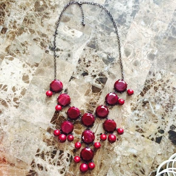 NWOT Burgundy red bubble necklace NWOT Burgundy red bubble necklace. Perfect for the holidays! Jewelry Necklaces