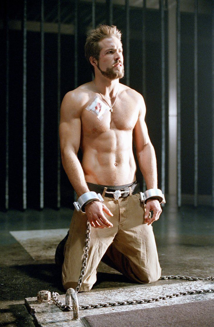 Pin for Later: The Hottest Shirtless Guys in Movies Ryan Reynolds, Blade: Trinity Sure, vampires can be sexy, but you know what's even hotter? A vampire hunter. More specifically, a vampire hunter with an eight-pack.