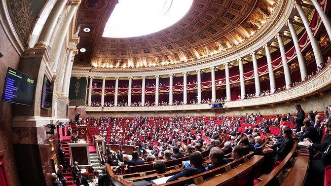 Die Abgeordneten der französischen Nationalversammlung haben am heutigen Donnerstag mehrheitlich für eine Resolution gestimmt, die die Regierung auffordert, beim nächsten EU-Gipfel die Verlängerung der anti-russischen Sanktionen abzulehnen.