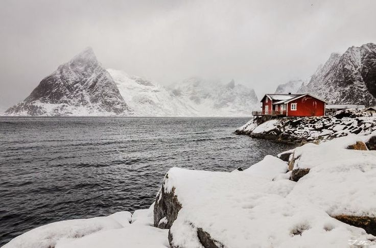Lodger's Red House In Snowy Norway