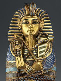 """Al parecer 3100 años a.C sube al poder el primer faraón Menes, los faraones no solo eran vistos como los reyes y/o gobernantes, eran vistos como dioses, puesto que la religión dominó la sociedad egipcia, estaban organizados jerárquicamente. La palabra faraón """"per-a"""" significaba """"Casa Grande"""" aunque primeramente se refería al palacio, con el tiempo se usó para mencionar al rey"""