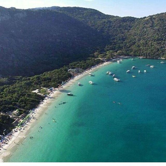 PRAIA DO FORNO É  ASSIM MESMO!!!! Reserve seu passeio de barco ou Mergulho pelo Zapp 022 998768223 #arraialdocabo#regiaodoslagos#errejota#praia#drone#tur#turismo#trip#tripadvisor#ferias#viagem#viajar#hospedagem