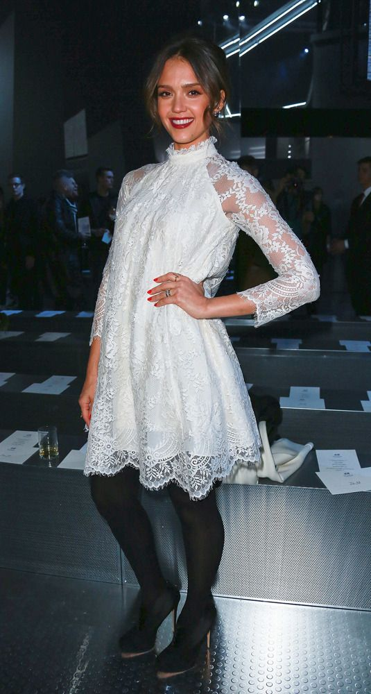 Robe blanche dentelle hiver