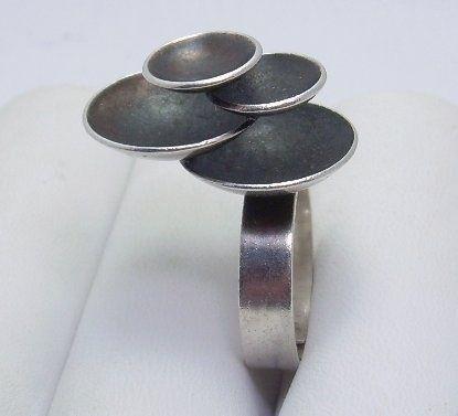 Elis Kauppi for Kupittaan Kulta, vintage modernist silver ring. #Finland.