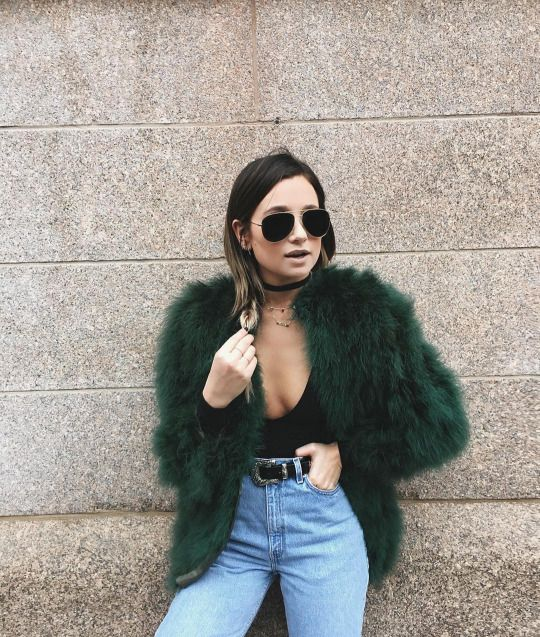 Love this chic style with fur coat