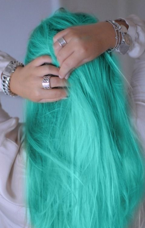 Turquoise Hair. So I would never do this but gosh it looks so pretty!!