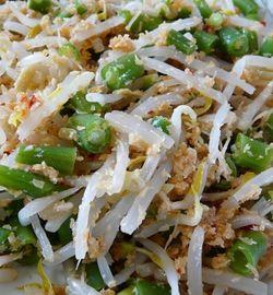 Indisch eten!: Urap urap: knapperige groenten in kruidige kokos