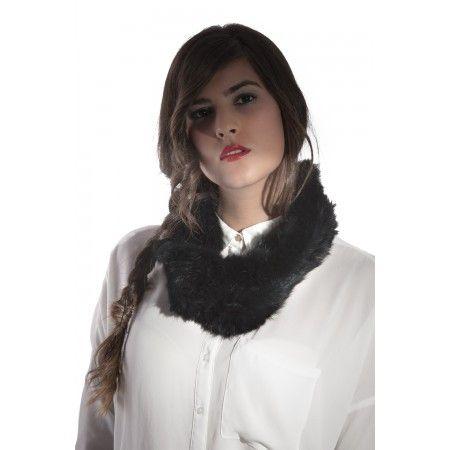 Bufanda de piel de conejo tricotado, muy suave y cálida. Un básico en tu armario