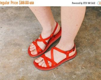 Piel roja sandalias rojas sandalias asimétricas por BangiShop