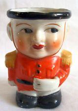 RARE Coquetier vintage en céramique signée Made in Japan: Le petit SOLDAT
