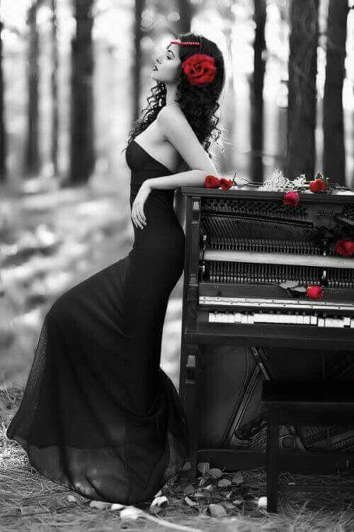 I miei fiori preferiti sono i fiori selvatici, spontanei, liberi, indomabili. Quelli che fioriscono senza essere annaffiati, quelli che profumano di rivoluzione, quelli che donano a se stessi il diritto a crescere in tutti i luoghi dove la gente pensa che non avrebbero mai potuto farlo.  Hermana Águila  -Il ristoro degli ossessi
