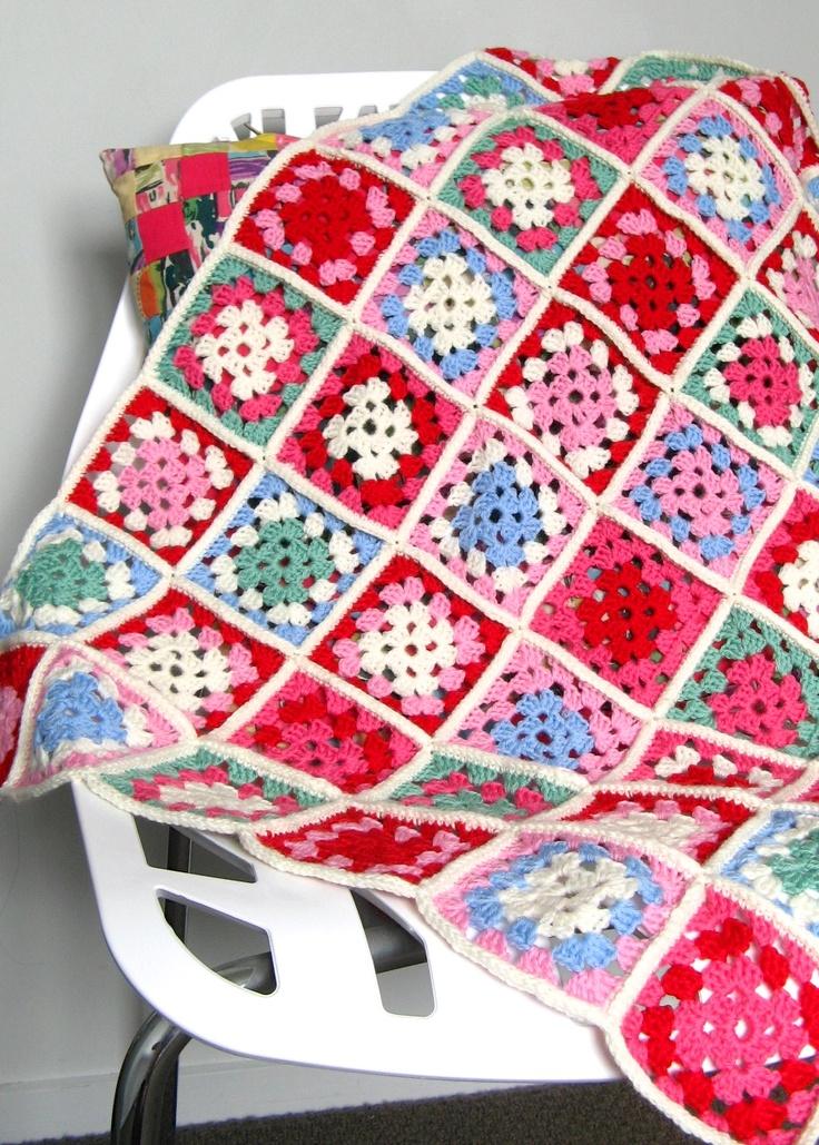 Granny Square Blanket by http://saritacreative.blogspot.co.nz