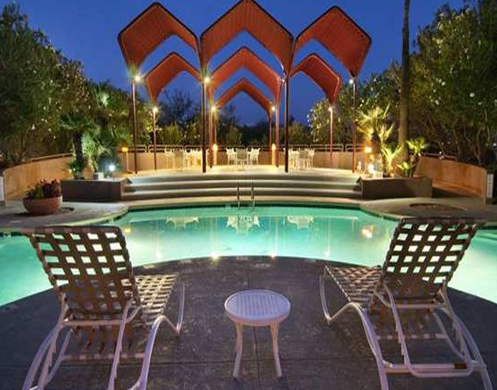 Get Wet at Hilton Tucson East| minutes from the University of Arizona, Tucson Convention Center, and Tucson International Airport.
