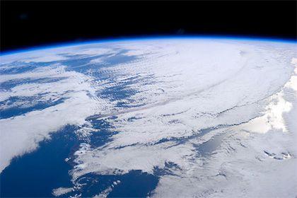 Раскрыта причина превращения древней Земли в ледяную пустыню http://mnogomerie.ru/2017/03/14/raskryta-prichina-prevrasheniia-drevnei-zemli-v-ledianyu-pystynu/  Американские геофизики назвали причину, по которой несколько сотен миллионов лет назад Земля оказалась почти полностью покрыта снегом. Соответствующее исследование опубликовано в журнале Geophysical Research Letters, кратко о нем сообщает Гарвардский университет. По мнению ученых, причиной того, что 717 миллионов лет назад за примерно…
