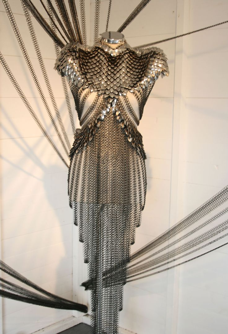 So...  Sexy armour...  I'm not real sure where you wear this, but it's SUPER badass and I really really want it!!!