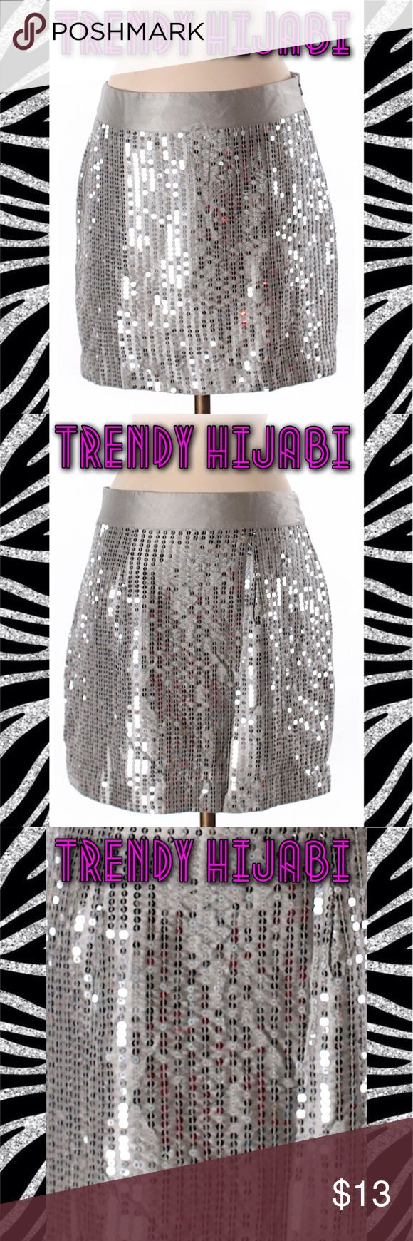 "🔜 LC 🔜 Gap Outlet Sequined Formal Skirt Size 2 Pencil silhouette Gray Solid Embellished details Measurements 15"" Length Materials 100% Polyester GAP Skirts Pencil"