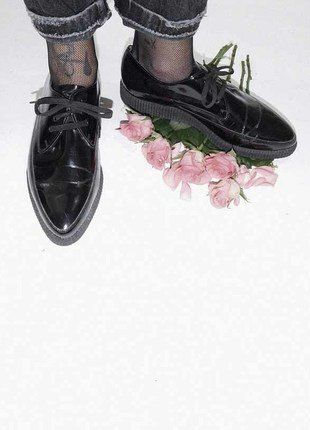 Kaufe meinen Artikel bei #Kleiderkreisel http://www.kleiderkreisel.de/damenschuhe/halbschuhe/125590094-vintage-lackleder-creeper-schwarz-41 #grunge #punk #goth #creeper #creepers #black #patent #patentleather #lackleder #leder #vintage #truevintage #original #80s #80er #achtziger #roses #rose #rosen #pastell #stockings #fishnet #levis #secondhand #kleiderkreisel