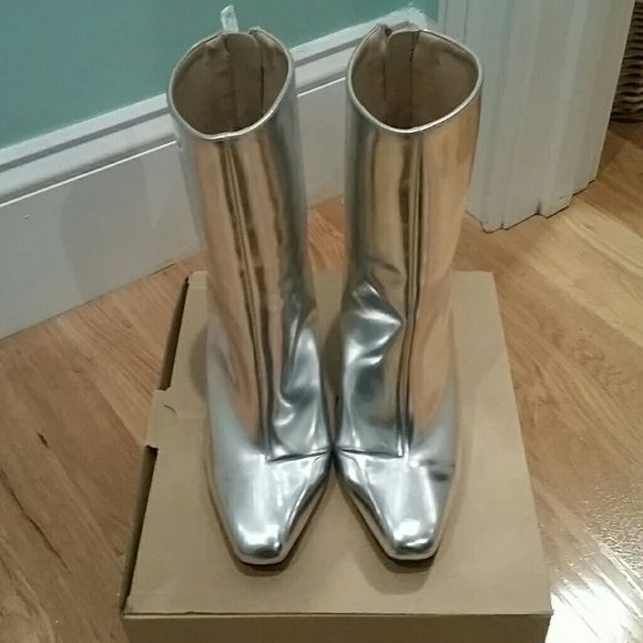 "ZARA METALLIC SILVER ANKLE BOOTS These are so incredible I wish they fit me. They are in overall great condition with a scratch on the heel as seen in picture four. The heel is 4.5 "".  Enjoy! Zara Shoes Ankle Boots & Booties"