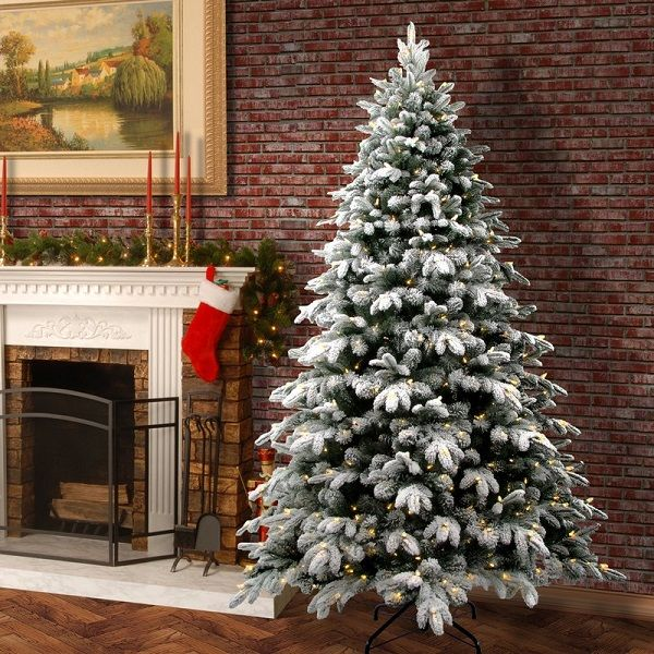 Best Flocked Fake Christmas Trees 2020 Absolute Christmas Flocked Christmas Trees Frosted Christmas Tree Traditional Christmas Tree
