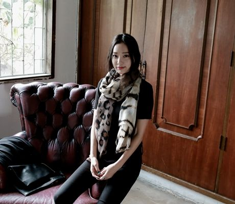 Loveliness of the female clothing shop. [Whitefox] Leopard Patterns with Zebra Patterns scarf / Size : FREE / Price : 14.61 USD #korea #fashion #style #fashionshop #apperal #koreashop #ootd #whitefox #leopard #zebra #dailyitem #scarf
